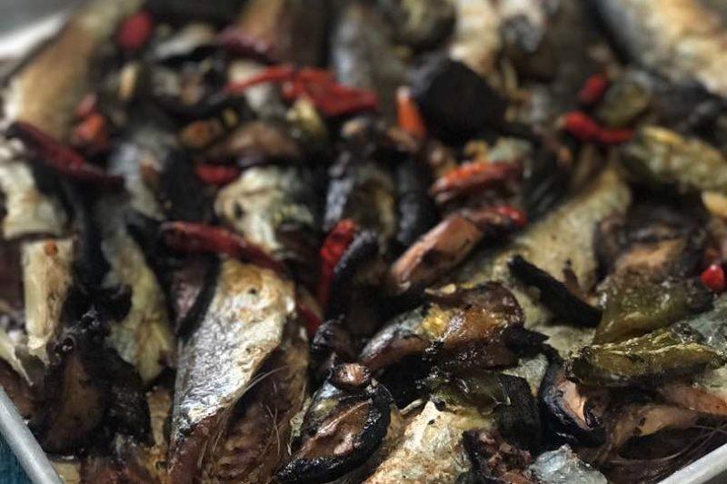 Ikan Sardin Bersama Cendawan Dan Lada Benggala